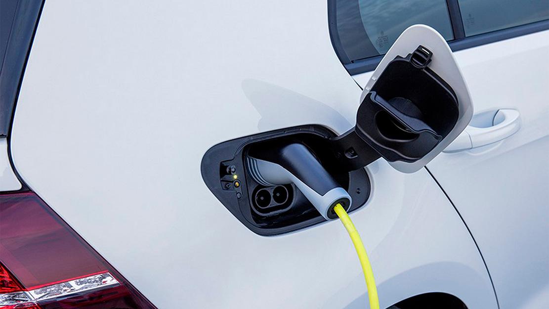 Laddar elbilen från Volkswagen