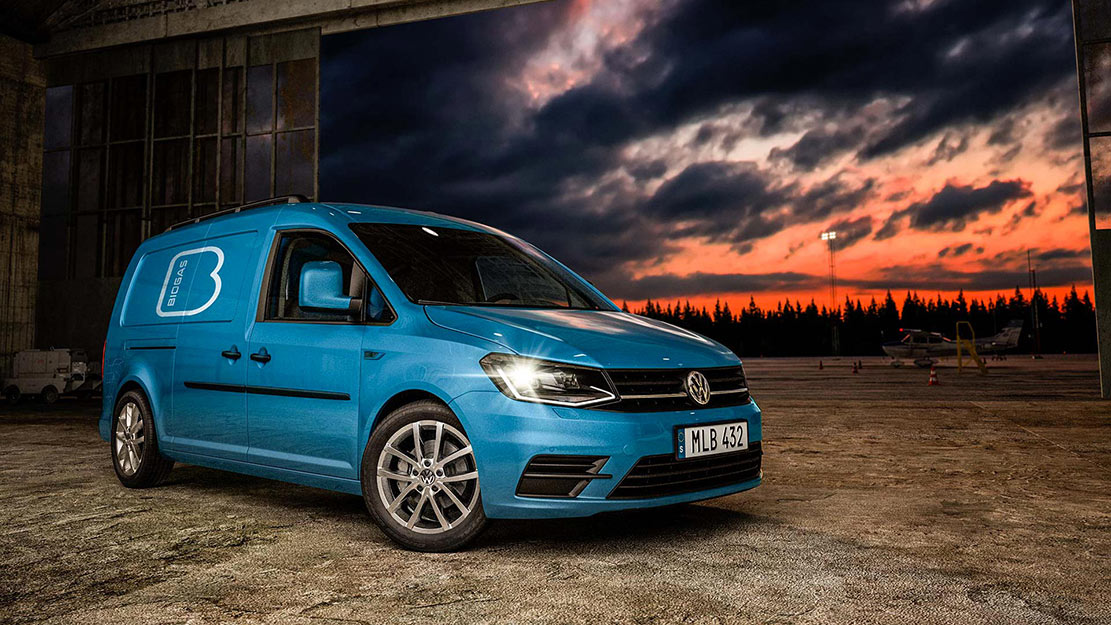 Blå Volkswagen Caddy Skåp gasbil